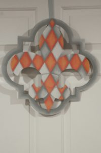 Fleur di Lis - Quatrafoil Peach-Gray Argyle with Gray Border